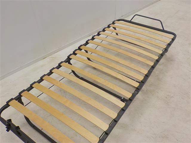 Vouwbed met matras het matras past er opgevouwen niet in. de
